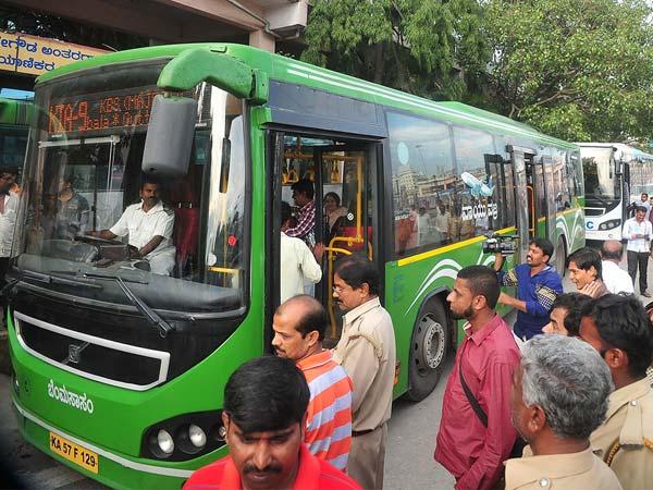ಬೆಂಗಳೂರಿನಲ್ಲಿ ಇಂದಿರಾ ಕ್ಯಾಂಟೀನ್ ಬಳಿಕ 'ಇಂದಿರಾ ಸಾರಿಗೆ' ಭಾಗ್ಯ..!!
