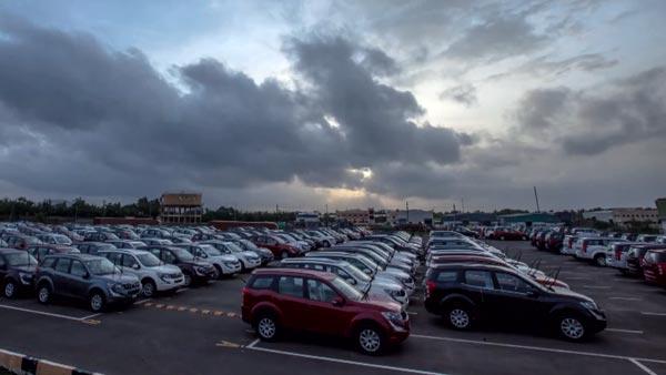 150ಕ್ಕೂ ಹೆಚ್ಚು ಹೊಸ ಬಿಎಸ್ 4 ಕಾರುಗಳನ್ನು ವಶಕ್ಕೆ ಪಡೆದ ಪೊಲೀಸರು