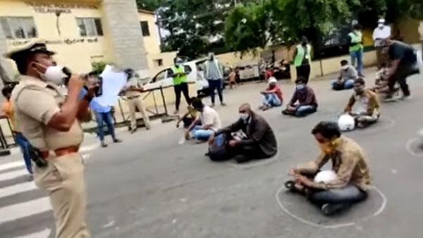 ಲಾಕ್ಡೌನ್ ನಿಯಮ ಉಲ್ಲಂಘಿಸಿದ 2,200ಕ್ಕೂ ಹೆಚ್ಚು ವಾಹನಗಳನ್ನು ವಶಕ್ಕೆ ಪಡೆದ ಬೆಂಗಳೂರು ಪೊಲೀಸರು