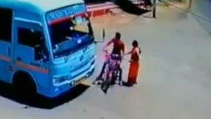 ಸಮಯಪ್ರಜ್ಞೆಯಿಂದ ಬೈಕ್ ಸವಾರರ ಪ್ರಾಣ ಉಳಿಸಿದ ಬಸ್ ಚಾಲಕ