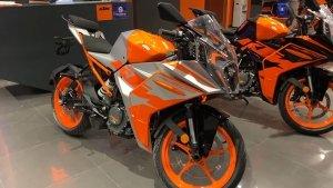 ಡೀಲರ್ ಬಳಿ ಕಾಣಿಸಿಕೊಂಡ ಹೊಸ KTM RC 200 ಬೈಕ್