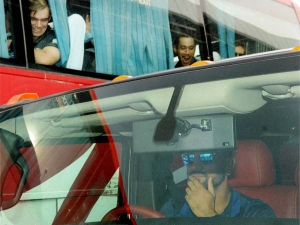 ಬಾಸ್ ಧೋನಿ ಹಮ್ಮರ್ ಸವಾರಿ ಮುಂದೆ ಕಿವೀಸ್ ಆಟಗಾರರು ಹಿಟ್ ವಿಕೆಟ್!
