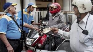 ಇನ್ಮುಂದೆ ಹೆಲ್ಮೆಟ್ ಹಾಕದೇ ಪೆಟ್ರೋಲ್ ಬಂಕ್ಗೆ ಬರಲೇಬೇಡಿ...!