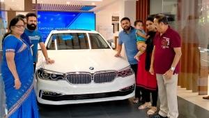 ಐಷಾರಾಮಿ BMW 5 Series ಕಾರನ್ನು ಖರೀದಿಸಿದ 'ರಾಜಕುಮಾರ' ನಿರ್ದೇಶಕ ಸಂತೋಷ್ ಆನಂದ್ ರಾಮ್